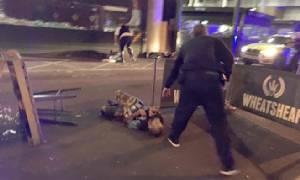 """InClip : อังกฤษยืนยัน โจมตี """"สะพานลอนดอน-ตลาดโบโรมาร์เก็ต"""" เป็นก่อการร้าย! พบ """"ร่างต้องสงสัยมีวัตถุลึกลับผูกติดตัว"""" ถูกยิงเสียชีวิต ล่าสุดดับแล้ว 2 เจ็บ 20 มีรายงาน รพ.ถูกสั่งปิดตายฉุกเฉิน"""