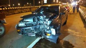 จักรยานยนต์ซิ่งย้อนศรกลางสะพานถูกรถเก๋งทางตรงชนเสียชีวิต