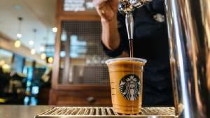 """เอาใจคอกาแฟ! สตาร์บัคส์สูตรใหม่ """"ไนโตร โคลด์ บรูว์""""พร้อมเสิร์ฟครั้งแรกในไทย"""