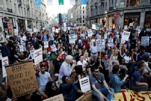 ยอดตายไฟนรกตึกลอนดอนเพิ่มเป็น 58 นายกฯ เมย์ถูกจวกเละ 'รับมือ' วิกฤตผิดพลาดหนัก