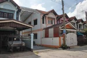 ลูกบ้านโครงการใหญ่เมืองแปดริ้ว ร้องคนเห็นแก่ได้สร้างหลังคารถคร่อมพื้นที่สาธารณะหมู่บ้าน