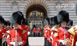 Queen set for cash boost to fund Buckingham Palace refit