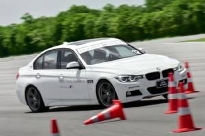 สุดเอ็กซ์คลูซีฟ เฉพาะชาวบีเอ็ม 'BMW Driving Experience' บนสนามทดสอบรถระดับโลก [ชมภาพชุด]