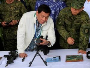 ไม่ต้องง้อสหรัฐฯ จีนส่งปืนหลายพันกระบอกช่วยปินส์ปราบแนวร่วม IS ยึดเมืองมาราวี