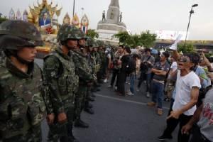 ๘๕ ปีบนเส้นทางประชาธิปไตยไทย / จรูญ หยูทอง-แสงอุทัย