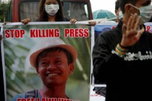 นักข่าวพม่านับร้อยชุมนุมในย่างกุ้ง โอดยุคนี้สื่อโดนกดดันหนัก