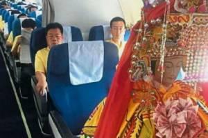 """เป็นงง! ผู้โดยสารจีนเจอ """"เทพเจ้า"""" นั่งเครื่องบินชั้นบิสสิเนสไปมาเลเซีย (ชมภาพ)"""