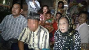พลานุภาพแห่งรัก! วัยรุ่นอินโดฯ ยอมละเมิดทั้งประเพณีและกฎหมาย แต่งงานกับแม่เฒ่าอายุ 70