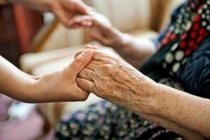 """เนอร์สซิงโฮมให้น้ำเกลือ ฉีดยารักษา """"ผู้สูงอายุ"""" ไม่ขึ้นทะเบียน เข้าข่ายสถานพยาบาลเถื่อน"""
