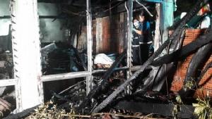 ไฟไหม้บ้านไม้เก่า 100 ปี กลางซอยระนอง 2 วอดทั้งหลัง คนชราถูกคลอกดับคากองเพลิง 3 ราย