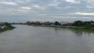 ปริมาณน้ำในแม่น้ำเจ้าพระยาสูงขึ้นต่อเนื่อง กระทบ 2 อำเภอของอ่างทองแล้ว