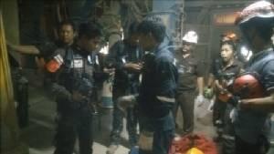 """สลดอีก! 2 คนงานลงเชื่อมเหล็กปล่องเก็บอาหารสัตว์ """"เหรียญทองฟีด"""" เกิดระเบิดอัดร่างเสียชีวิต"""
