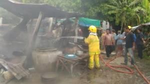 ไฟไหม้ชุมชนหลังวัดคลองลานดับเพลิงสกัดเต็มที่ไหม้บ้านต้นเพลิง-ใกล้เคียงวอด 2 หลัง