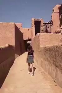 กลายเป็นเรื่องใหญ่! ตร.ซาอุฯ สอบปากคำสาวใส่เสื้อเอวลอย-นุ่งกระโปรงสั้นเที่ยวโบราณสถาน (ชมคลิป)