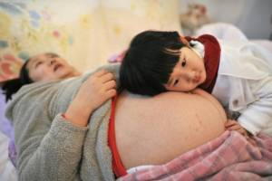"""สลด! หญิงจีนทำแท้ง 4 ครั้ง เพื่อ """"ลูกชาย"""" จนดับอนาถ"""