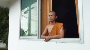 """พระลูกวัดศรีสะเกษดีใจ""""สมีคำ""""กลับไทยมาสู้คดีเต็มที่  เชื่อไม่มีความผิดรอวันกลับวัด (ชมคลิป)"""