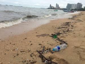 ไม่รอดน้ำทะเลพัทยาขุ่นดำอีกรอบ หลังพายุฝนกระหน่ำช่วงคืนที่ผ่านมา