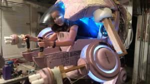 """ลงทุน! คอสเพลย์หุ่นยนต์ """"D.Va"""" จากโอเวอร์วอชขนาดเท่าจริง"""