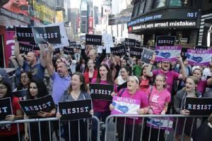 เพนตากอนมึนตึ๊บ ขณะกลุ่มสิทธิฯสหรัฐฯรุมประณาม  หลัง'ทรัมป์'กร้าวไม่รับคนข้ามเพศเป็น'ทหาร'