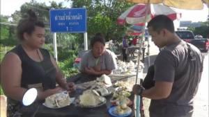 ของอร่อยหน้าฝน ชาวเชียงใหม่แห่ซื้อเห็ดป่าทำสารพัดเมนู คนขายมีรายได้วันละพัน(ชมคลิป)