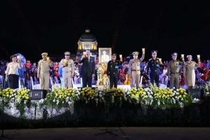 สมเด็จพระเจ้าอยู่หัว โปรดเกล้าฯ ให้พระลานพระราชวังจัดแสดงดนตรี-นิทรรศการ เฉลิมพระเกียรติ