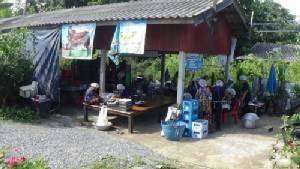 ชาวนา ต.บางจักร หาทางรอด รวมกลุ่มทำขนมไทยสร้างรายได้เสริม