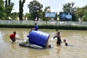 น้ำยังท่วมท้ายเขื่อนลำปาวโรงเรียนหลายแห่งปิดไม่มีกำหนด