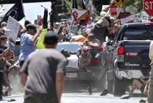 มะกันเดือด! ม็อบชาตินิยมผิวขาวดุ ซิ่งรถชนอีกฝ่ายที่ต่อต้านดับอนาถ