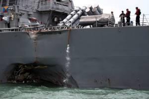 พบศพทหารสหรัฐฯ ติดอยู่ในเรือพิฆาตที่ชนกันกับเรือสินค้า บางส่วนอาจลอยเท้งเต้งกลางทะเล