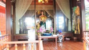 มูลนิธิอนุสรณ์สถานอู่ต่อเรือสมเด็จพระเจ้าตากสินฯ พร้อมมอบชุดไทยให้แก่โรงเรียนที่ยากจน