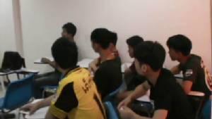 บุกตรวจค้นหอพักนักศึกษาเขตเมืองชลบุรี พบ 10 ราย มีสารเสพติดในร่างกาย