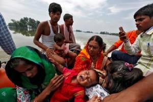 """น้ำท่วมมรสุม """"ครั้งเลวร้ายสุด"""" ในรอบหลายปี คร่ากว่า 1,200 ชีวิตทั่วเอเชียใต้"""