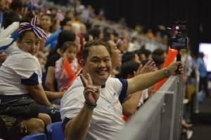มันส์มาก! กองเชียร์ไทยส่งเสียงเชียร์ ให้กำลังใจตบสาวไทย ชนะขาด 3 เซ็ตรวด
