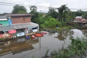 """ฤทธิ์ """"ปาข่า"""" ทำน้ำท่วม จ.อุบลฯ หนักขึ้น เตือนชาวชุมชนริมแม่น้ำมูลรับมือ"""