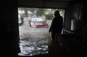 ชาวฮุสตันถูกซ้ำเติม หัวขโมยออกอาละวาดขึ้นบ้านผู้ประสบภัยพายุฮาร์วีย์