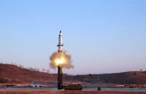 """เอาแล้วไง! เกาหลีเหนือยิงขีปนาวุธข้ามท้องฟ้าญี่ปุ่นตกเลยฮอกไกโด """"อาเบะ"""" สั่งยกระดับคุ้มภัย ปชช."""