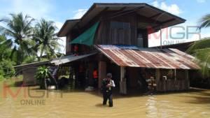 """""""แม่น้ำวัง"""" เอ่อล้น ท่วมลำปางหลวงแล้ว 3 หมู่บ้าน นับร้อยหลังคา"""