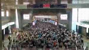 เห็นแล้วอึ้ง! ความพลุกพล่านของสถานีรถไฟญี่ปุ่นในเช้าวันทำงาน [ชมคลิป]