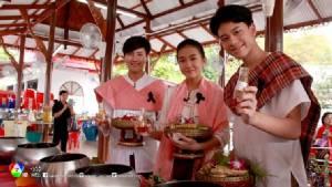 """""""อ๊อฟ ชนะพล"""" นำทีมร่วมกิจกรรม 7 สี รักษ์ประเพณีไทย """"ตักบาตรน้ำผึ้ง"""" จ.นนทบุรี"""