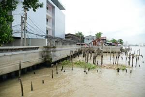 """""""น้ำฝน-น้ำเหนือ-น้ำหนุน"""" จ่อถล่มกรุงเทพฯ ก.ย.- ต.ค.นี้ กทม.เตรียมรับมือ พร้อมเร่งย้ายบ้านรุกล้ำเจ้าพระยาอีก 200 หลัง"""