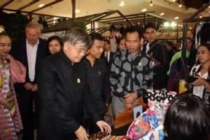 มท.เปิด Batik Design Week 2017 รวมภูมิปัญญาบาติกทั่วประเทศ สนองนโยบายรัฐ