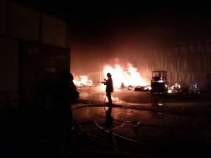 ไฟไหม้โรงงานผลิตหัวน้ำหอมส่วนผสมเครื่องสำอางย่านบางพลี วอดกว่าร้อยล้าน