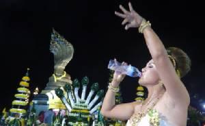 """สาวขายที่ได้ 4 ล้านรำแก้บนพญานาคริมโขง ทีมดารา """"ส่มภัคเสี้ยน"""" เปิดคอนเสิร์ตถวายเย็นนี้"""