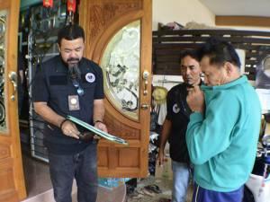 ตร.เบตงบุกรวบหนุ่มใหญ่คาบ้านพัก ลักลอบรับจำนำอาวุธปืน-กระสุนของกลางอื้อ