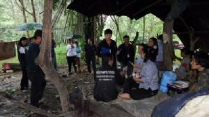 พมจ.ระยอง ช่วยเหลือยายพร้อมหลานชาย 2 คน หาของป่าขายประทังชีวิต