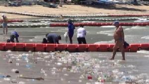 พบขยะจำนวนมหาศาลถูกพัดจากทะเลเข้าหาดวงศ์อมาตย์ ไร้เงา จนท.จัดเก็บ