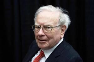 """เศรษฐีดัง วอร์เรน บัฟเฟตต์ ระบุพวกมองอนาคตสหรัฐฯ ในแง่ร้าย """"ไม่มีความคิด"""""""