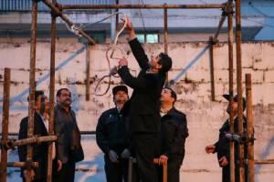 """เจอของจริง! อิหร่านแขวนคอ """"นักโทษฆ่าข่มขืนเด็ก"""" ต่อหน้าสาธารณะ"""