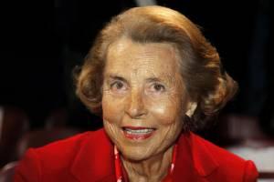 """""""เศรษฐินีฝรั่งเศส"""" ผู้หญิงรวยที่สุดในโลกเสียชีวิต"""