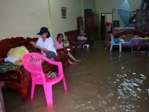 น้ำป่าทะลักท่วมย่านเศรษฐกิจสตูล โรงเรียนปิดชั่วคราว เดือดร้อนแล้วกว่า 2 พันครัวเรือน
